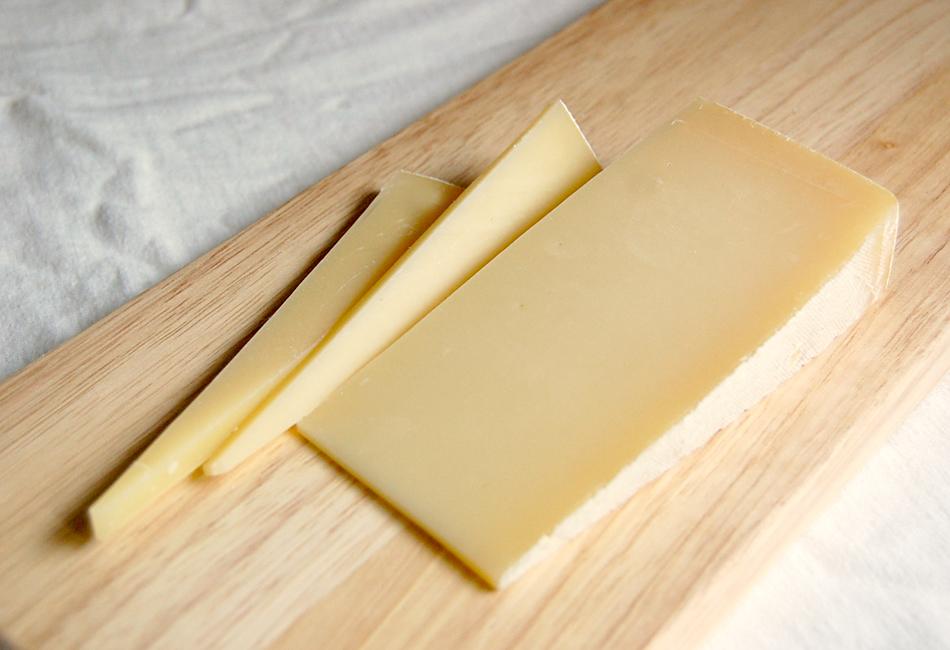 槲(チーズ)の切ったところ
