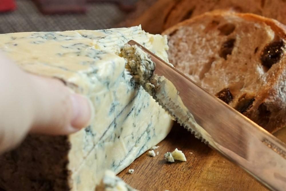 チーズ・オン ザ テーブルのスチルトン