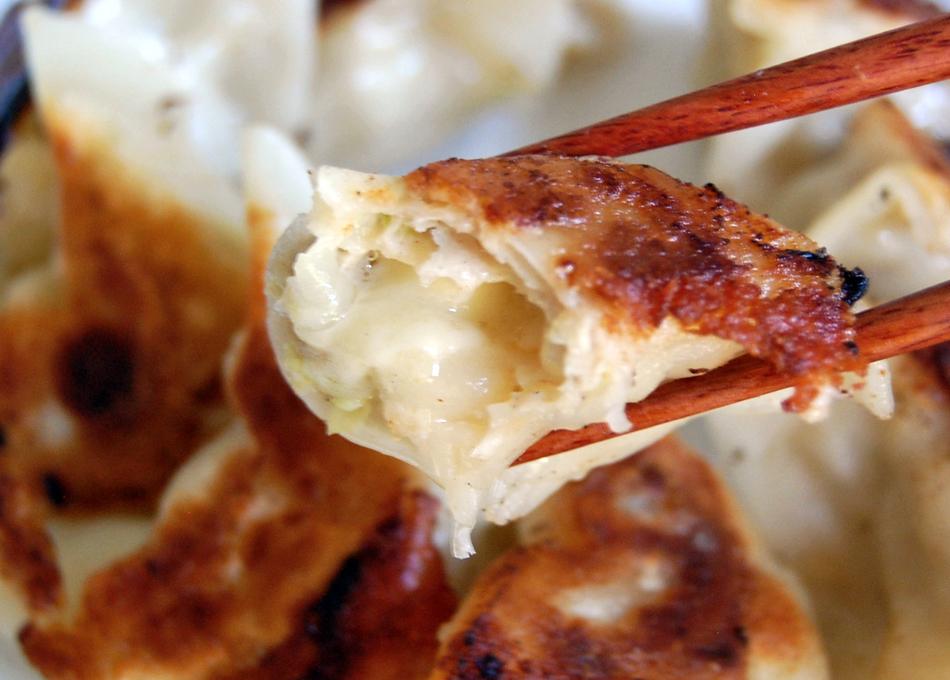 宝永手造りチーズ餃子 チーズ断面
