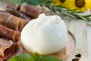 湖水の真珠(水牛のミルクで作るモッツァレラチーズ)