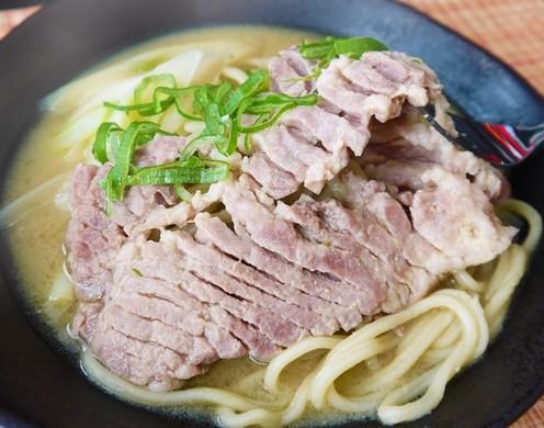 スープステーキ、豚ちゃん麺