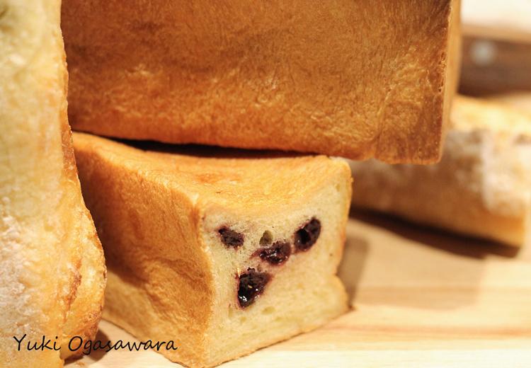 ブリオッシュ生地にフルーツが入ったパン