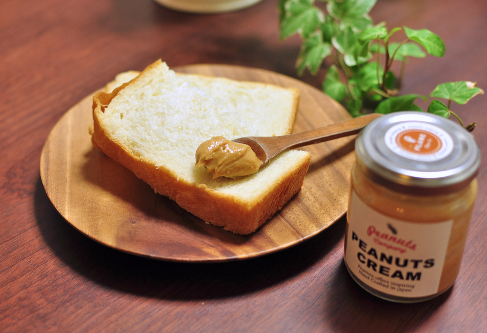 ピーナッツクリーム+クラッシュ 食パン乗せ