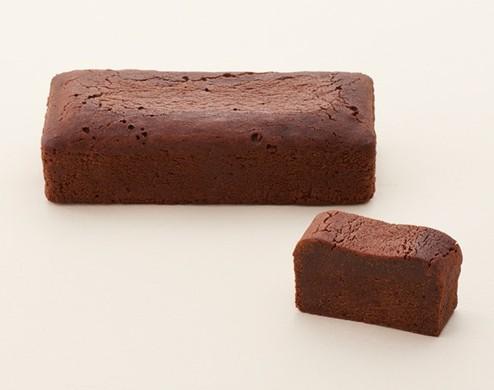 老舗とらやが手掛ける、あんとチョコレートのコラボケーキ