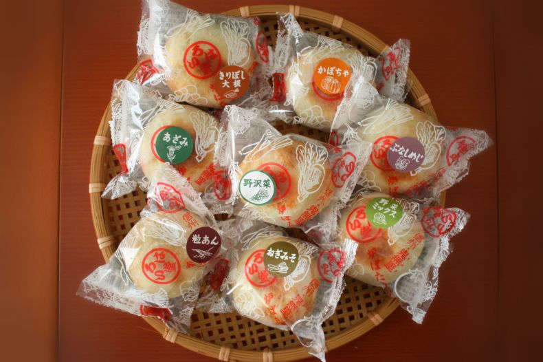 JR東日本グループの総合通販サイト いいものステーション「いろは堂 定番おやきセット8個入り」の個包装パッケージ