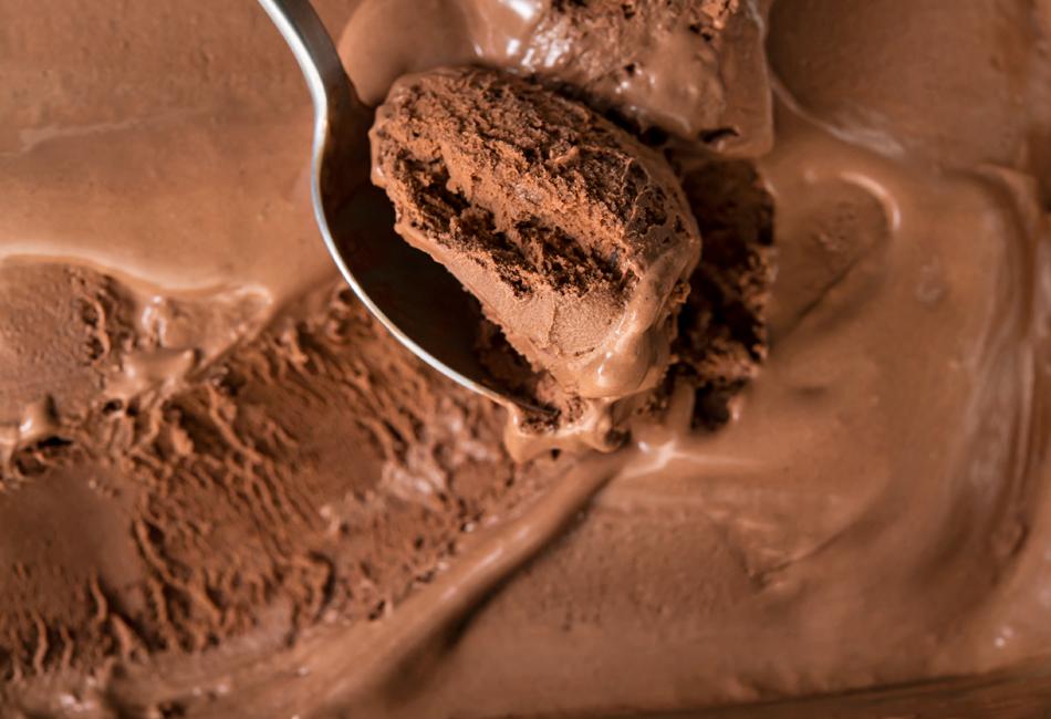チョコレート アイスクリーム すくったところ