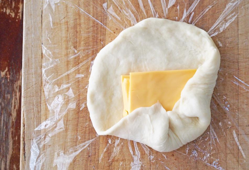 無印良品 ナン チーズを入れてアレンジ