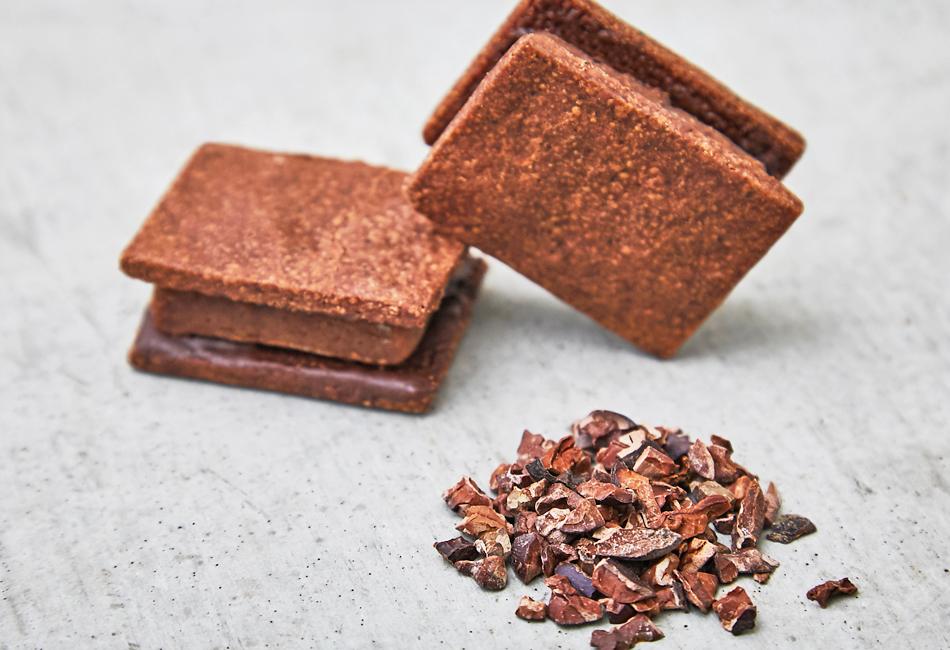 チョコレートサンドクッキー -マロン- Minimal 傾けたところ