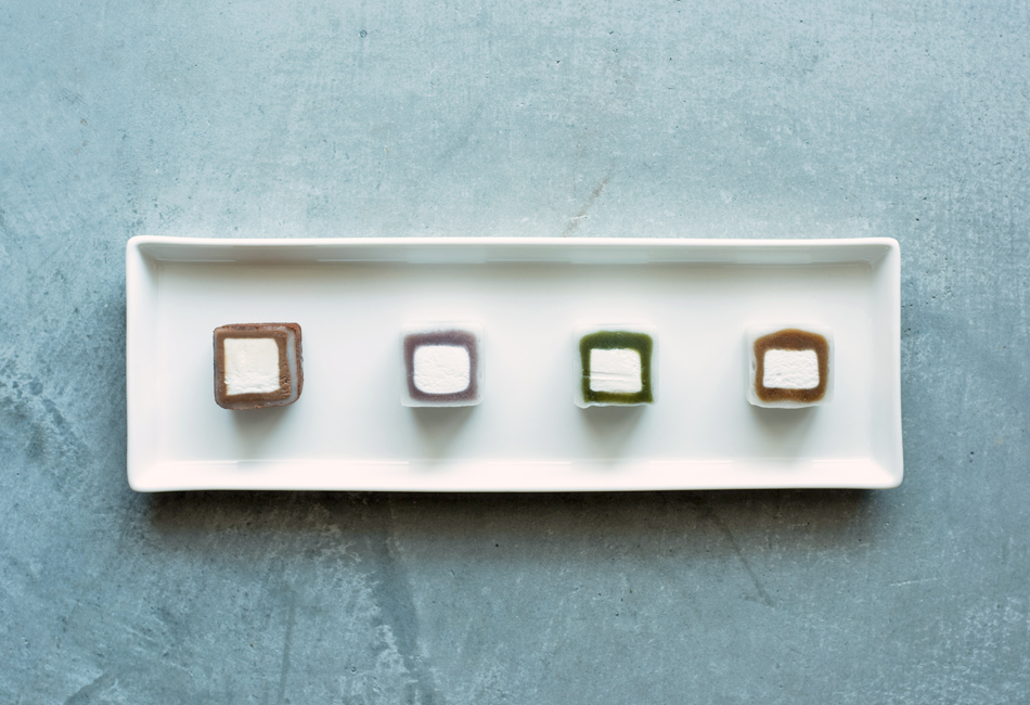 MOCHI cube 12個入り 宝月堂 横並び