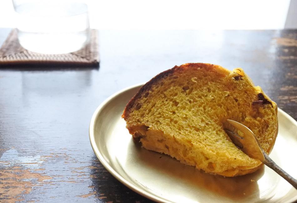 かぼちゃのパン(リング1/2もしくは丸型ホール) GET WELL SOON 皿乗せ