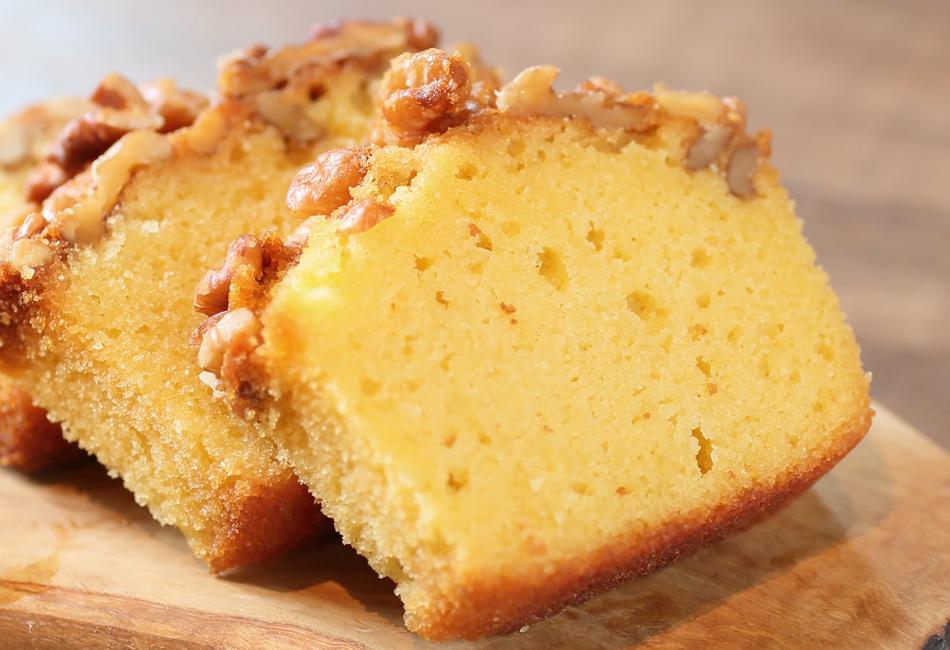 おすすめプリンとケーキのセット マーロウ パウンドケーキをカット