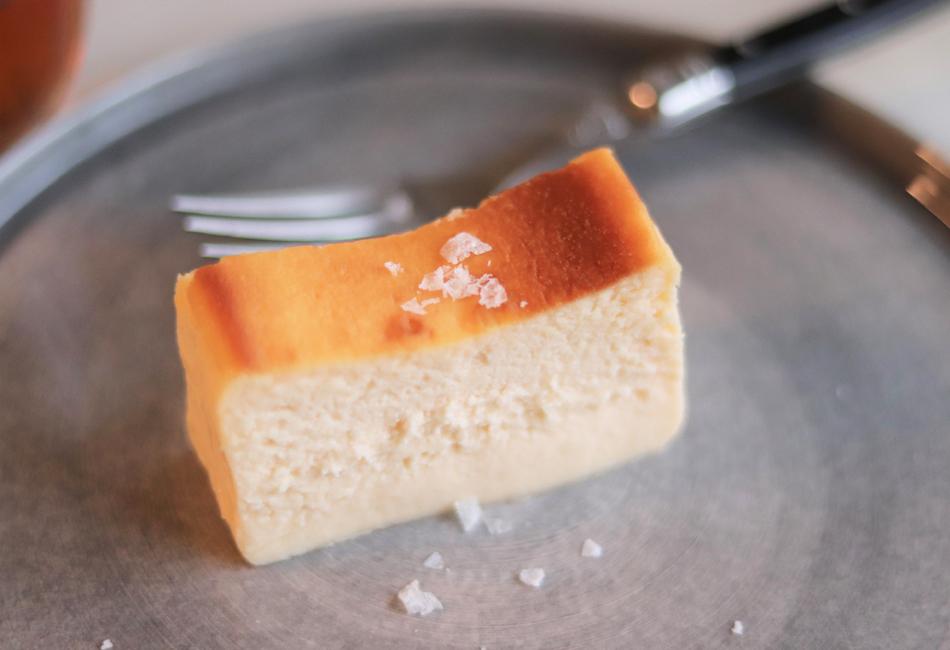 クリームチーズケーキ Cheesecake HOLIC カットしたところ