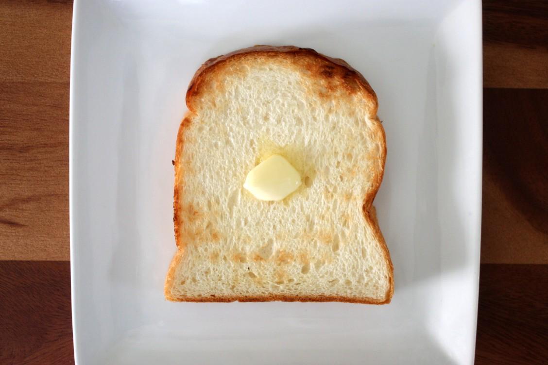 泉北堂 「極(きわみ)」食パンのカットしてトーストした様子