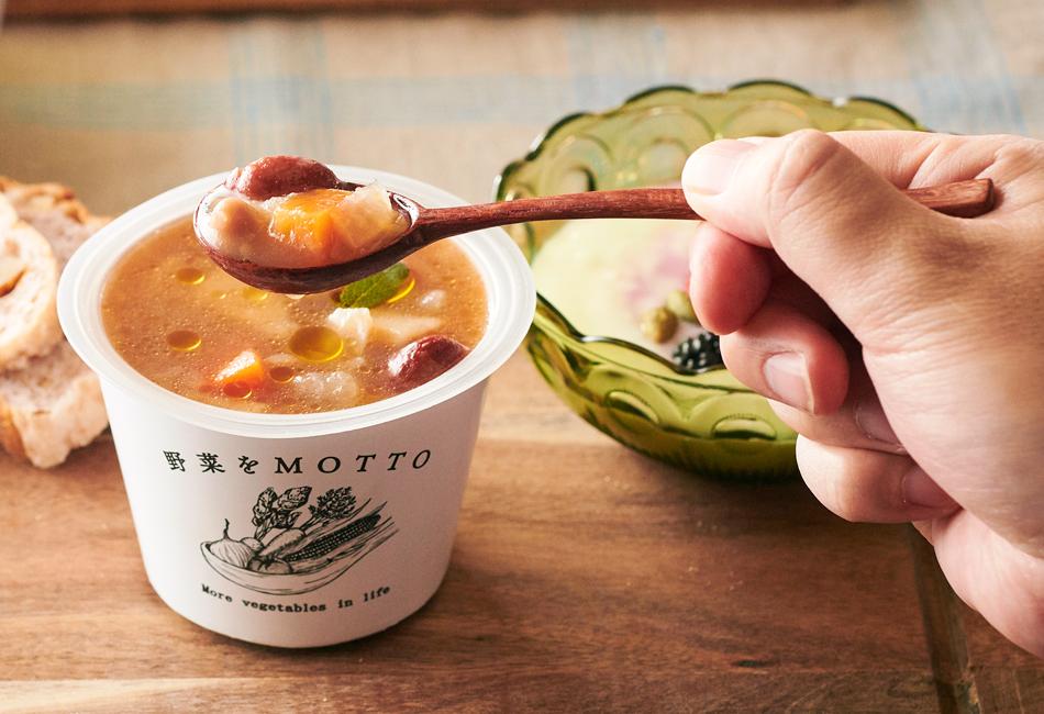 野菜をMOTTO レンジカップスープ トライアル食べ比べ6個セット モンマルシェ すくったところ