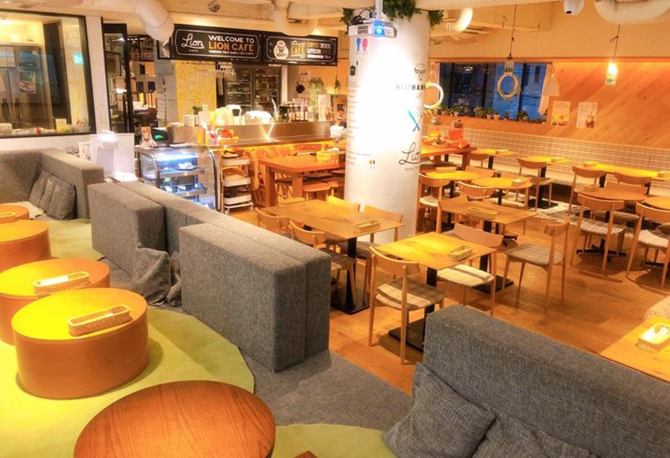 ふわふわパンケーキサンド 「pand」(パンド)10個入り(プレミアム 生クリーム5個&生チョコクリーム5個入りセット) Lion CAFE KYOTO YAMASHINA 店内