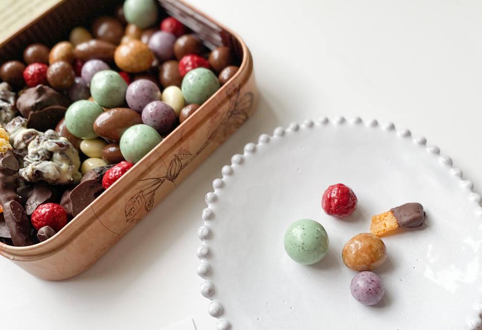 フルーツディップ&チョコレートボールブラウン缶 カカオマーケット チョコボール