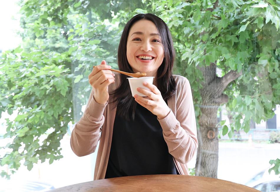 信州米麹味噌を使ったごろごろ根菜5種のとん汁 試食 笑顔