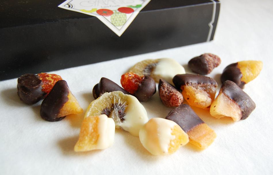噛みしめるごとにセミドライフルーツとチョコレートのおいしさが広がる