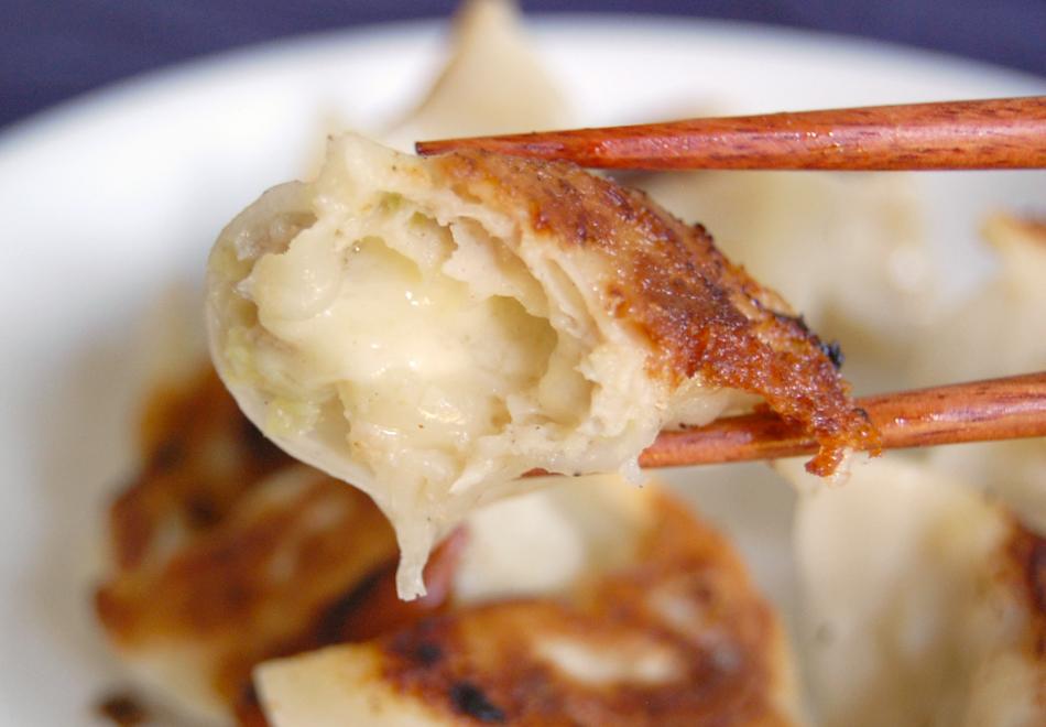 宝永手造りチーズ餃子 断面