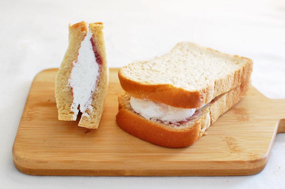 しっとりふわふわ食感で、30年以上愛され続ける「生クリームサンド」