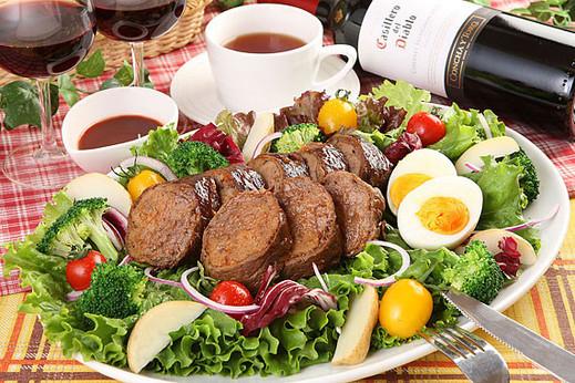 神戸牛入り鉄板焼やプレミアムお肉のケーキ