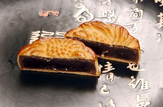 金魚月餅(スイカの種入黒あん月餅)