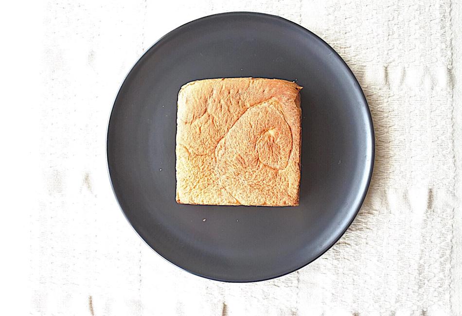 ネコノテ食パン 上から
